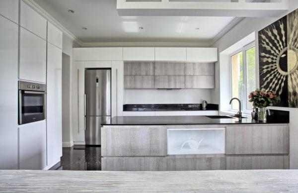 Кухня ANOVA с брашированным белым фасадом